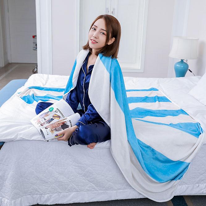 蓝白条纹珊瑚绒毛毯